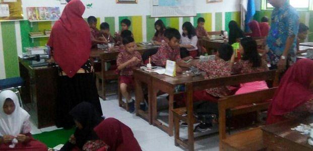 Pengolahan Limbah Plastik SD Negeri Mangkura 1 Makassar