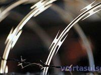 Kawat Berduri Palang Kantor Panwaslu Kota Makassar
